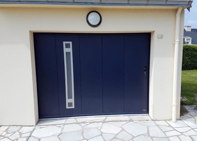 porte de garage sectionnelle coulissante avec insert inox